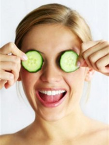 home remedies bags under eyes cucumber slices